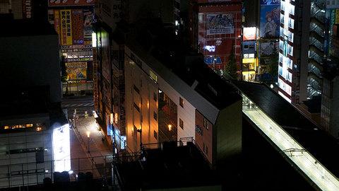 深夜の秋葉原駅