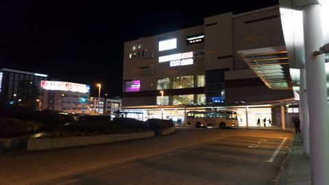 夜の沼津駅北口