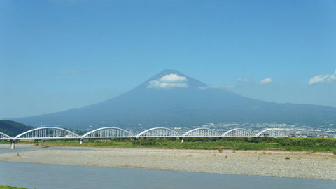 新幹線の車窓から見た富士山