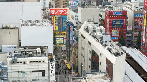 ホテルの窓から見た秋葉原駅前
